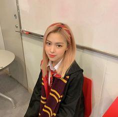 Read taurus's post from the story chòm sao] [Kim Ngưu Main] Eternity by taurinn (Taurinn) with 121 reads. Kpop Girl Groups, Korean Girl Groups, Kpop Girls, Rapper, Programa Musical, Thing 1, Girl Bands, Japan, New Girl