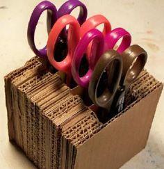 Comparte tus Ecoideas: Soporte de cartón  nice idea ... I'll make it for my Hexenwerkstatt