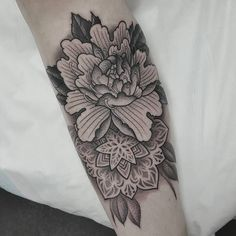 Peoney/Mandala, Lighthouse tattoo