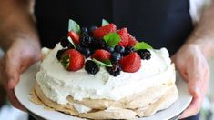 Want to make a lovely pavlova? Read on to find a foolproof recipe for dessert success, tips to keep your mix from sticking, and fun toppings you can use to create your pavlova masterpiece! Best Vegan Desserts, Unique Desserts, Köstliche Desserts, Dessert Recipes, Cakes To Make, How To Make Cake, Bolo Pavlova, Anna Pavlova, Lolly Cake