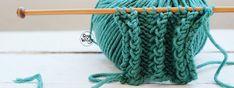 Un punto precioso y muy fácil de tejer: elástico, calado, con mucha textura y relieve, estilizado y muy funcional: puedes tejer los bordes de un jersey, hasta una bufanda
