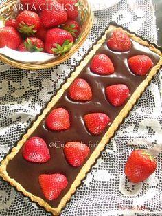 Tarta-cu-ciocolata-si-capsuni-2 Baby Food Recipes, Cake Recipes, Dessert Recipes, Cooking Recipes, Delicious Deserts, Healthy Desserts, Sweet Tarts, Something Sweet, Bakery