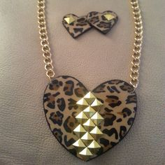 Hey, I found this really awesome Etsy listing at https://www.etsy.com/listing/122363198/cheetah-the-diva-necklace-set