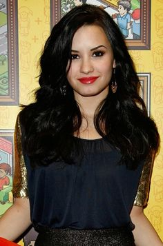 Demi Lovato. this girl is so strong. like, i don't know how she does it but i'm so proud of her. i love you Demi <3