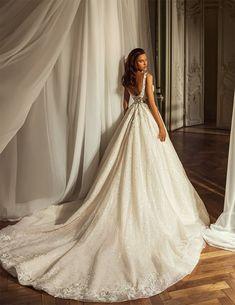 Εντυπωσιακο νυφικο σε αλφα γραμμη απο δαντελα κεντημενη. Νυφικα αθηνα Bridal Dresses, Wedding Gowns, Wedding Planning, Dream Wedding, Wedding Inspiration, Image, Videos, Photos, Instagram