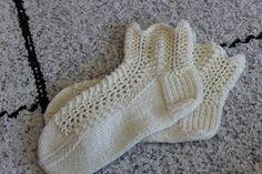 Feather and fan socks Fingerless Gloves, Arm Warmers, Crafts To Make, Feather, Socks, Fan, Fashion, Mittens, Hosiery