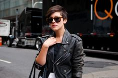 If I ever get brave enough to cut my hair that short, I'm going to! Karla Deras, Cut My Hair, Her Hair, Hair Cuts, Pixie Hairstyles, Trendy Hairstyles, Pixie Haircut, Short Haircuts, Short Hair Glasses