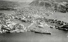Udatert flyfoto av Bergen havn fra rundt 1950. Fotograf: ukjent. Arkivet etter Havneingeniøren