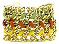 Pulsera trenzada en cadena gruesa dorada.