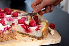 Baking of...: Vadelma-valkosuklaajuustokakku