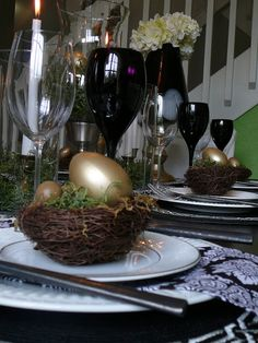 These birds nests from @homegoods gave an organic touch to each placesetting, for an otherwise very graphic tablescape. Although the nests were from HG, the larger gold eggs were from thrift that I painted gold, and later mongrammed. (sponsored pin)