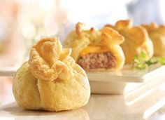 New Year's Eve: Pepperidge Farm® Puff Pastry: Mini-Cheeseburger Pastry Bundles Yummy Appetizers, Appetizer Recipes, Pepperidge Farm Puff Pastry, Campbells Recipes, Puff Pastry Recipes, Puff Pastries, Tasty, Yummy Food, Dips