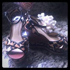 Gianni Bini leopard wedge size 8. Enjoy! Gianni Bini size 8 leopard print calf hair wedge Gianni Bini Shoes Wedges