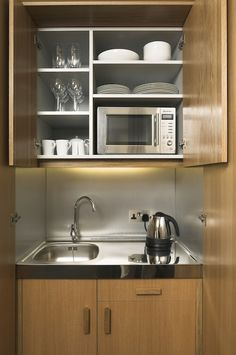 Browse photos of Small kitchen designs. Discover inspiration for your Small kitchen remodel or upgrade with ideas for organization, layout and decor. Micro Kitchen, Compact Kitchen, Studio Kitchen, Kitchen Decor, Kitchen Ideas, Bedsit, Basement Kitchenette, Hotel Kitchenette, Walkout Basement
