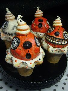 Spooky Cupcakes! How cute, funny, creative!