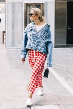 Discover the jean jacket outfits that will make getting dressed this spring much easier.
