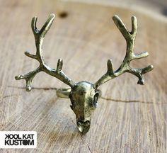 Skull Antlers Ring by #koolkatkustom ! Kooler Ring mit einem großen ...
