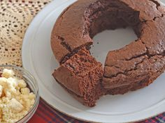 ふんわり食感のチョコケーキを作ります。小麦粉は使わず、生おから・ココアパウダー・卵・砂糖が主材料です。びっくりするくらいのふんわり・しっとり感をお楽しみください。