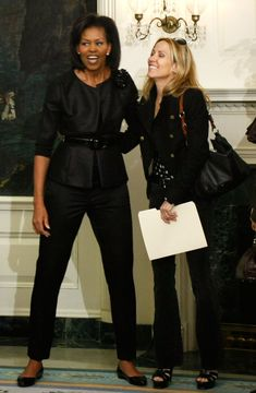 Sheryl Crow Obama Suit, Mr Obama, Michelle Obama Fashion, Michelle And Barack Obama, American First Ladies, First Black President, Beautiful Evening Gowns, Celebrities Then And Now, Sheryl Crow