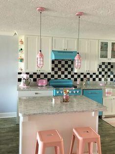 Playful industrial kitchen island lighting for a unique retro look! Casa Retro, Retro Home, Dream Home Design, Home Interior Design, Aesthetic Room Decor, Dream Decor, Dream Rooms, Cool Rooms, House Rooms