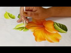 Como Pintar Manteles / Hibiscos / Tutorial Pintura Textil - YouTube Fabric Painting, Diy Painting, Watercolor Paintings, Acrylic Painting Techniques, Painting Videos, Fabric Paint Designs, Painted Wine Bottles, Acrylic Painting Tutorials, Chalk Pastels