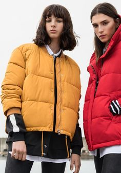 Discover the new Spring Summer 2020 collection for women and men at PULL&BEAR. Discover the latest trends in clothing, shoes and accessories. Pull & Bear, Cool Outfits, Casual Outfits, Fashion Outfits, Parka, Azul Royal, Winter Is Coming, Casual Street Style, Latest Trends