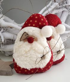 Christmas Decorations Sewing, Sewn Christmas Ornaments, Felt Ornaments Patterns, Fabric Ornaments, Holiday Crafts, Simple Christmas, Christmas Time, Craft Show Ideas, Christmas Templates
