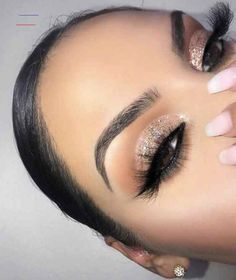 Gorgeous Makeup: Tips and Tricks With Eye Makeup and Eyeshadow – Makeup Design Ideas Baddie Makeup, Glam Makeup, Eye Makeup Tips, Skin Makeup, Makeup Inspo, Makeup Guide, Glitter Makeup, Glitter Eye, Easy Makeup