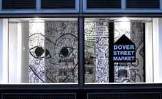 Dover Street Market is pleased to announce a window installation by Rei Kawakubo to celebrate the launch of a small collection of T-shirts in collaboration with Matt Groening. Wallpaper Magazine, Home Wallpaper, Rei Kawakubo, Store Window Displays, Display Windows, Store Windows, Dover Street Market London, Easy Flower Drawings, Street Marketing