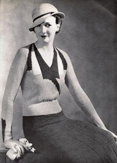 Curve hugging 1930s knitwear - a perfect look for spring or fall. #vintage #1930s #fashion