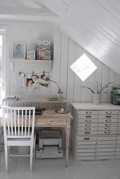 10 Youthful Clever Tips: Shabby Chic Painting Canvas shabby chic bedroom look.Shabby Chic Furniture Wood how to do shabby chic furniture. Shabby Chic Office, Shabby Chic Homes, Shabby Chic Decor, Home Office, Cottage Office, Attic Office, Office Nook, Attic Spaces, Work Spaces