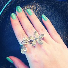 Blue Nails double ring flower
