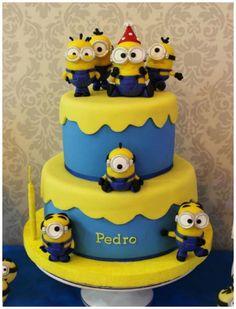 Diversas ideias geniais para sua festinha com o tema Minions! Inspire-se em bolo, papelaria e decoração.