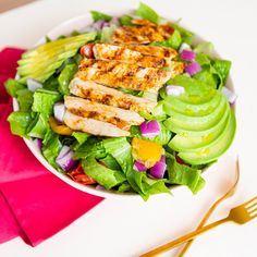 We rounded up our favorite healthy recipes under 450 calories including this Blackened Chicken and Avocado Salad recipe. We rounded up our favorite healthy recipes under 450 calories including this Blackened Chicken and Avocado Salad recipe. Quick Healthy Meals, Healthy Eating Recipes, Healthy Cooking, Cooking Recipes, Crockpot Recipes, Keto Recipes, Bread Recipes, Cooking Tips, Easy Recipes