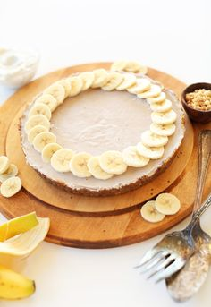 SUPER Creamy VEGAN Banana Cream Pie! 10 ingredients, super easy and SO delicious