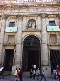 La actual colegiata de San Isidro fue catedral provisional de Madrid hasta 1993, año en el que por fin se inauguró la…http://www.rutasconhistoria.es/loc/colegiata-de-san-isidro
