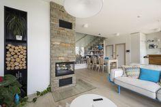 Celoskleněné zábradlí u schodiště dodá prostoru vzdušnost a dokonalý vzhled. Patio, Outdoor Decor, Design, Home Decor, Living Room Ideas, Interior, Dekoration, House, Decoration Home