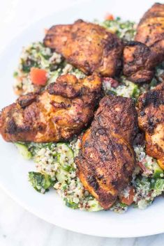 Spiced without being overly spicy, this Low Fodmap Moroccan Chicken is a delicious alternative to plain, grilled chicken! Gluten free, dairy free, paleo and whole30-friendly! | funwithoutfodmaps.com | #lowfodmap #grilledchicken