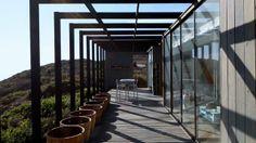 El equipo de Mas Fernandez, ha diseñado y construido esta vivienda modular con estructura moderna de madera en Chile. En España, este tipo de construcciones tiene un costo de 480€/m2. Los diseños suelen ser cambiantes y adaptados a cada cliente. Para mas información, contactar.