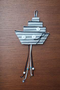 Υφασμάτινο κρεμαστό καραβάκι με ματάκι με σμάλτο, χάντρες και μεταλλικά διακοσμητικά!Περισσότερες δημιουργίες στο https://www.facebook.com/liliancreations/?ref=aymt_homepage_panel