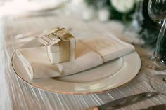 Old Hollywood Glamour Wedding at the Biltmore Ballrooms - MODwedding