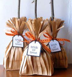 Whitch brooms - fun Halloween treat bags from paper bags // Seprű alakú Halloween ajándékok faágakkal papírzacskóból // Mindy - craft tutorial collection // #crafts #DIY #craftTutorial #tutorial #PartiesForKIds #DIYPartyFavorsForKIds #DIYPartyDecorsForKIds
