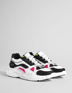 Bershka's new women's shoe collection for Spring Trainers, sandals, wedges, ballet flats or ankle boots for all your looks with free delivery on orders over Womens Golf Shoes, Men S Shoes, Buy Shoes, Sneakers Fashion, Fashion Shoes, Shoes Sneakers, Sneakers Women, Black Sneakers, Platform Tennis Shoes
