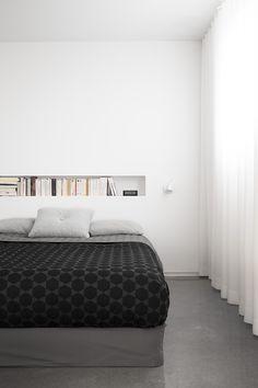 Le projet del'Appartement Chabot, situé dans un triplex du Plateau-Mont-Royal, consistait en l'ajout d'un sous-sol combiné au réaménagement du rez-de-chaussée. Le défi pour la firme La SHED Architecture était de créer un espace lumineux pour la salle de séjour qui se situe au sous-sol. Ayant mis en place des ouvertures pleine hauteur donnant sur la …