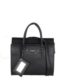 Notes The Papier A6 shoulder bag is the perfect everyday bag which will take you from day to nigh...