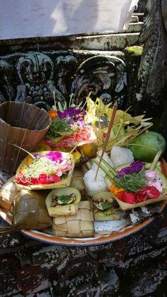 Offering ubud Ubud Indonesia, Table Decorations, Places, Travel, Home Decor, Bali Indonesia, Viajes, Decoration Home, Room Decor