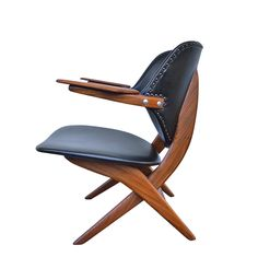Fotel Pelikan Louisa van Teeffelen. Ma wyjątkową, dynamiczną formę teakowej ramy. Mebel w trakcie renowacji.…