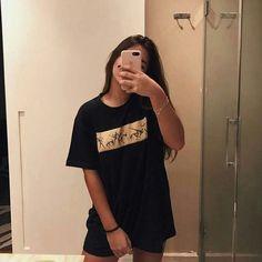 Cute Girl Photo, Girl Photo Poses, Girl Photography Poses, Cool Girl Pictures, Girl Photos, Girl Outfits, Cute Outfits, Foto Casual, Fake Girls