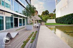 #landscape #architecture #garden #terrace #flowerpot #hedge Hedges, Landscape Architecture, Flower Pots, Sidewalk, Garden, Atelier, Garten, Living Fence, Walkways