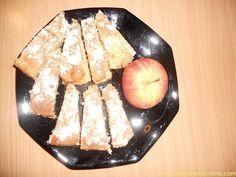 #torte #dolci http://www.mammecomeme.com/2014/12/torta-di-mele-pasticciata.html